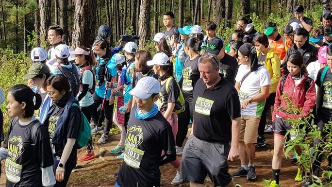 Hàng ngàn người chạy bộ xuyên rừng quốc gia Bidoup Núi Bà  - Ảnh 1.