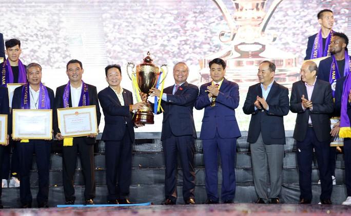 Quang Hải cùng CLB Hà Nội rạng ngời trong ngày vinh danh, đón nhận Huân chương Lao động hạng Ba - Ảnh 3.