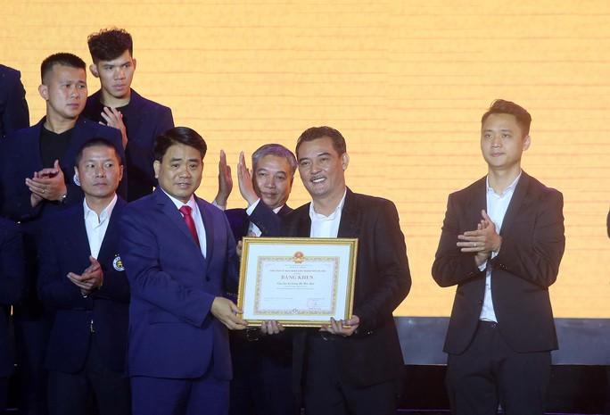 Quang Hải cùng CLB Hà Nội rạng ngời trong ngày vinh danh, đón nhận Huân chương Lao động hạng Ba - Ảnh 4.