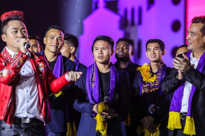Quang Hải cùng CLB Hà Nội rạng ngời trong ngày vinh danh, đón nhận Huân chương Lao động hạng Ba - Ảnh 9.