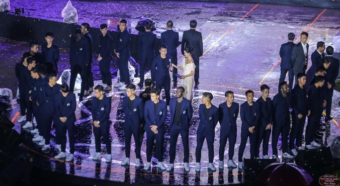 Quang Hải cùng CLB Hà Nội rạng ngời trong ngày vinh danh, đón nhận Huân chương Lao động hạng Ba - Ảnh 10.