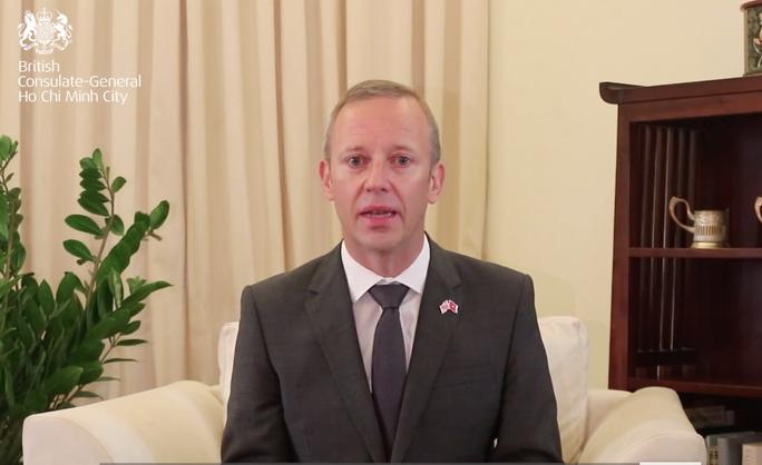 Clip Đại sứ Anh chia sẻ về việc người Việt Nam là nạn nhân vụ 39 người chết - Ảnh 1.