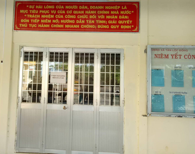Chủ tịch Cà Mau chỉ đạo xử lý nghiêm bộ phận 1 cửa vắng bóng cán bộ  - Ảnh 2.