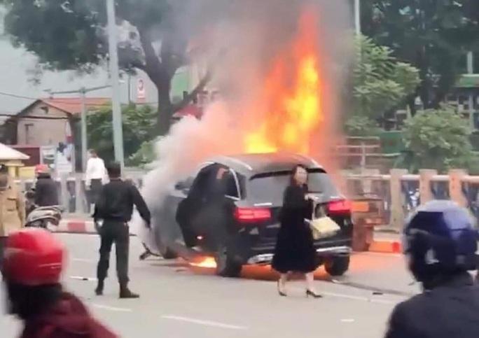 Nữ tài xế Mercedes bị tạm giữ hình sự, xác định danh tính nữ nạn nhân - Ảnh 1.