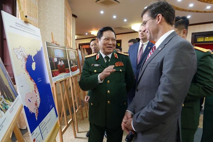 Bộ trưởng Bộ Quốc phòng Mỹ Mark Esper thăm Việt Nam - Ảnh 8.