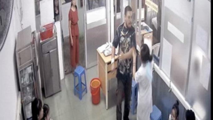 Vụ người nhà bệnh nhân đánh nữ điều dưỡng: Không thể chấp nhận đánh người xong rồi xin lỗi! - Ảnh 1.