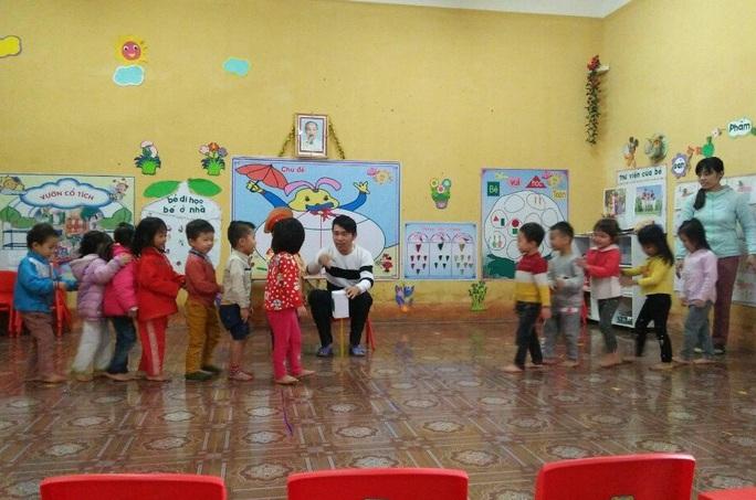 Chuyện những người thầy dạy trẻ tuổi bi bô nơi sơn cước miền Tây Thanh Hóa - Ảnh 3.