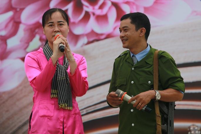 Những hình ảnh đẹp đốn tim trong ngày Nhà giáo Việt Nam - Ảnh 10.