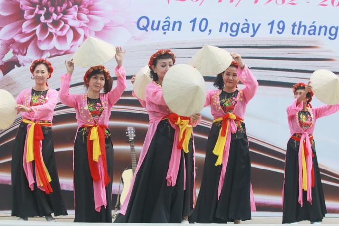 Những hình ảnh đẹp đốn tim trong ngày Nhà giáo Việt Nam - Ảnh 9.