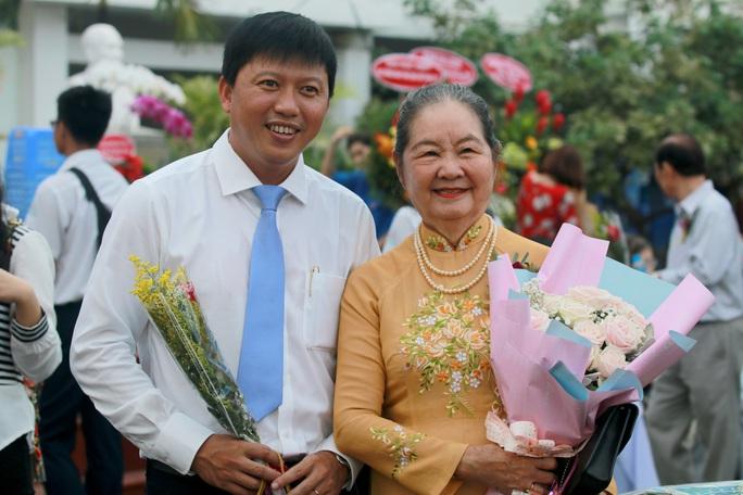 Những hình ảnh đẹp đốn tim trong ngày Nhà giáo Việt Nam - Ảnh 3.