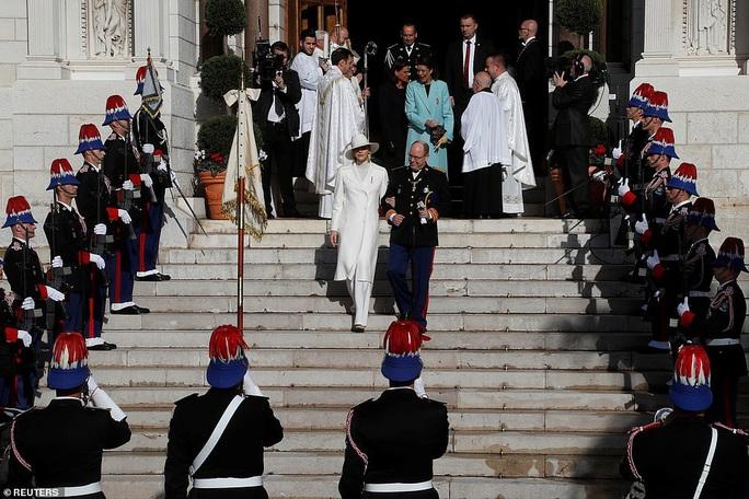 Nàng dâu gốc Việt nổi bật trong sự kiện Hoàng gia Monaco - Ảnh 5.