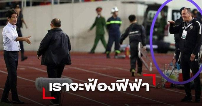 Sợ phạt vì khiêu khích HLV Park Hang-seo, trợ lý HLV Thái Lan xin lỗi chung chung - Ảnh 2.