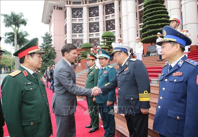 Bộ trưởng Bộ Quốc phòng Mỹ Mark Esper thăm Việt Nam - Ảnh 4.
