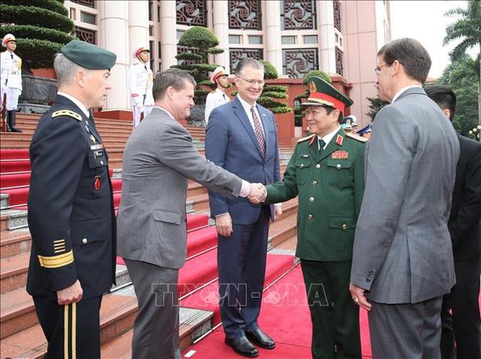 Bộ trưởng Bộ Quốc phòng Mỹ Mark Esper thăm Việt Nam - Ảnh 5.