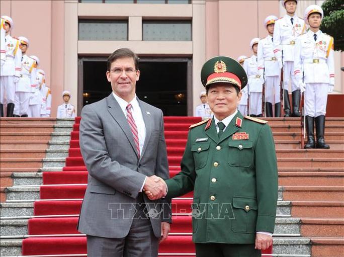 Bộ trưởng Bộ Quốc phòng Mỹ Mark Esper thăm Việt Nam - Ảnh 1.