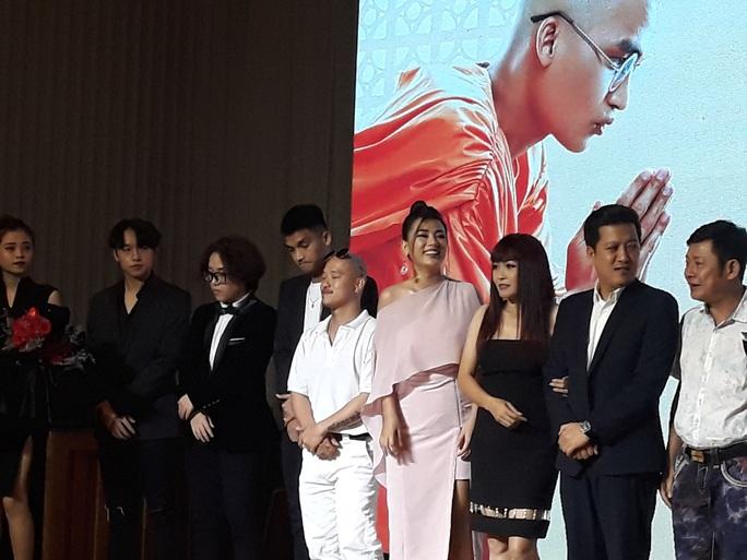 """Mạc Văn Khoa cạo đầu, Trường Giang hóa con """"mất dạy"""" trong phim Tết - Ảnh 5."""