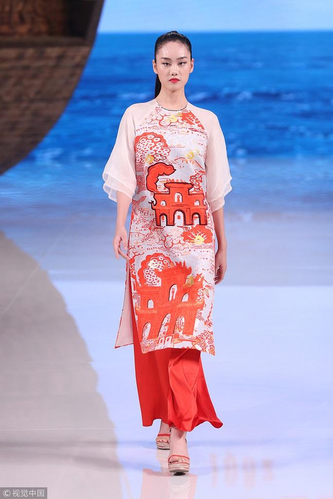 Công chúng phẫn nộ nhà thiết kế Trung Quốc nhận vơ áo dài Việt - Ảnh 8.