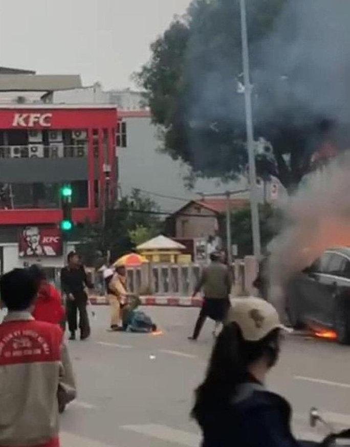 Vụ nữ tài xế Mercedes gây tai nạn thảm khốc: Phó Thủ tướng khen Trung tá CSGT cứu người - Ảnh 1.