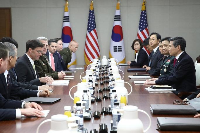 Tổng thống Donald Trump muốn gây sức ép lên Hàn Quốc? - Ảnh 1.