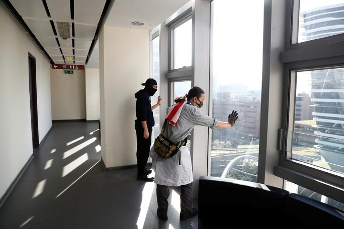 Hồng Kông: Cuộc giằng co ở Trường ĐH Bách Khoa sắp đến hồi kết - Ảnh 2.