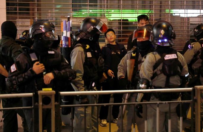 Hồng Kông: Cuộc giằng co ở Trường ĐH Bách Khoa sắp đến hồi kết - Ảnh 4.