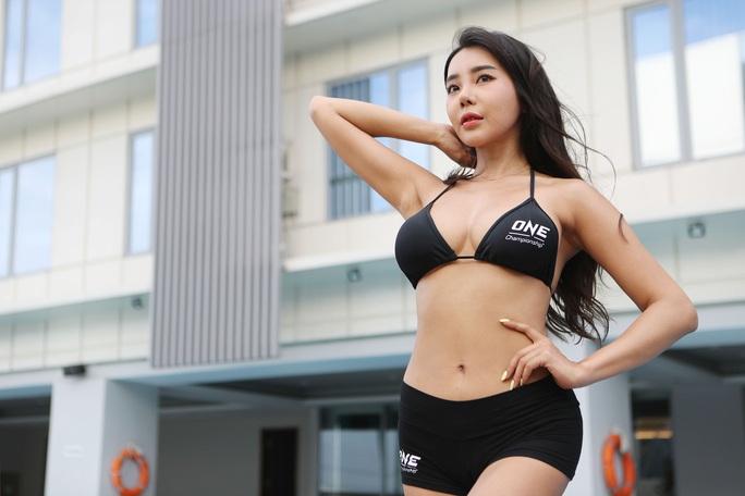 Bỏng mắt trước 7 Ring Girl nóng bỏng sẽ xuất hiện tại trận đấu của Duy Nhất - Ảnh 2.
