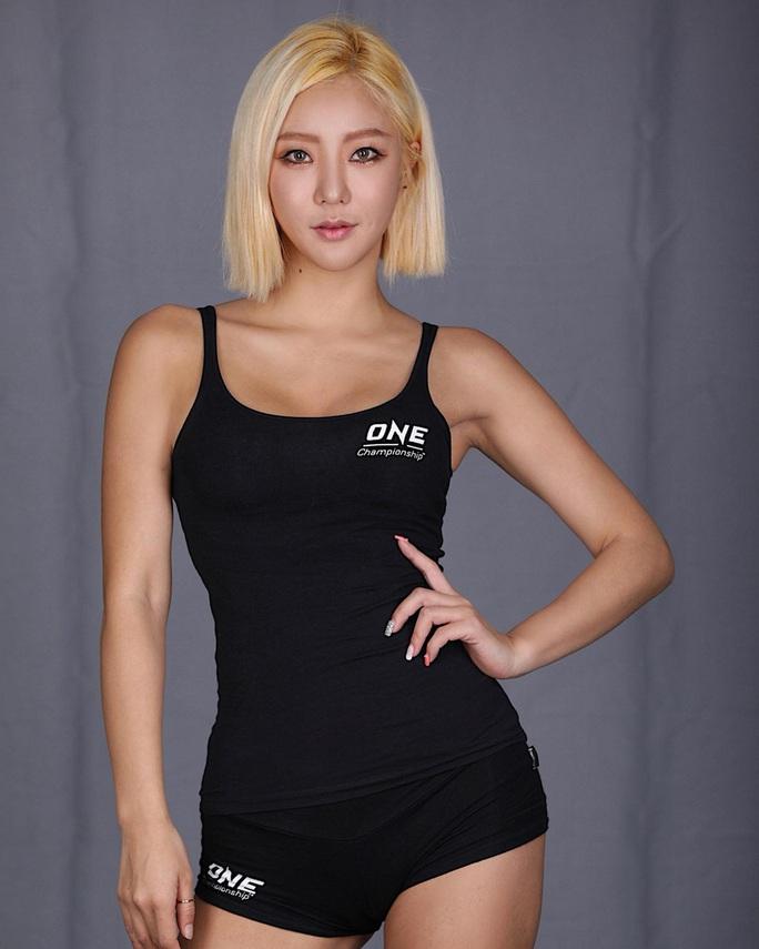Bỏng mắt trước 7 Ring Girl nóng bỏng sẽ xuất hiện tại trận đấu của Duy Nhất - Ảnh 5.