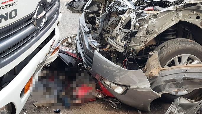 Thiếu tá nồng nặc mùi cồn lái xe gây tai nạn làm chết cô gái 18 tuổi? - Ảnh 1.