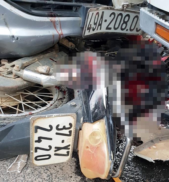 Thiếu tá nồng nặc mùi cồn lái xe gây tai nạn làm chết cô gái 18 tuổi? - Ảnh 2.