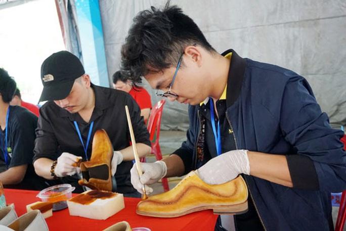 Quận 4 mở hội thi thợ giỏi ngành da giày - Ảnh 1.