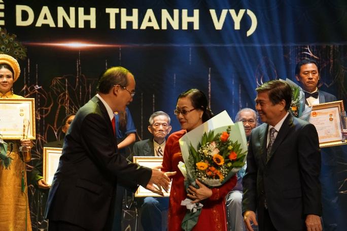 77 nghệ sĩ được TP HCM thưởng thêm trong lễ vinh danh - Ảnh 21.