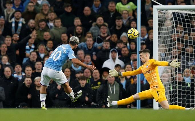 Man City hạ đẹp Chelsea, Sterling lập kỷ lục bị VAR hành - Ảnh 3.
