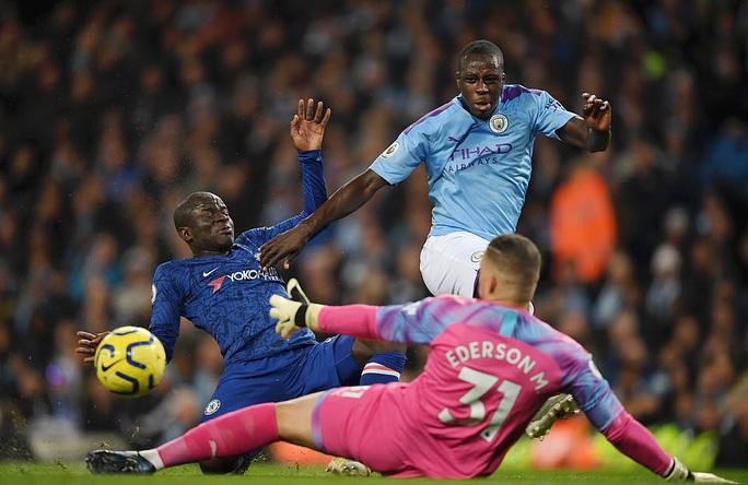 Man City hạ đẹp Chelsea, Sterling lập kỷ lục bị VAR hành - Ảnh 1.