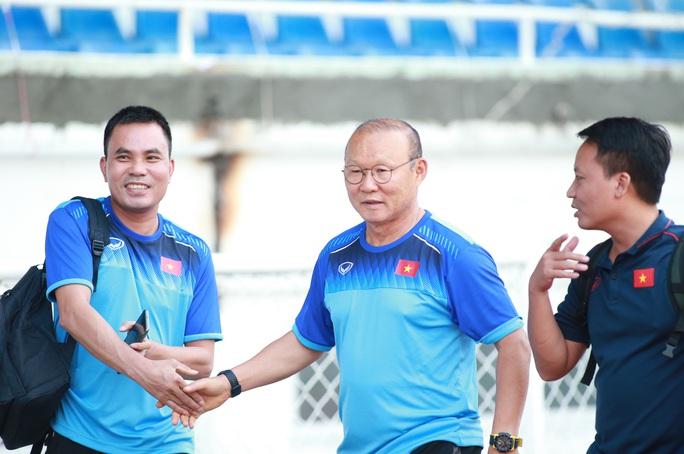 U22 Thái Lan hủy tập, Indonesia than trời vì tắc đường, Việt Nam đổi khách sạn trước trận gặp Brunei - Ảnh 2.