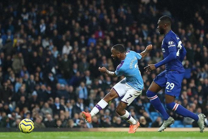 Man City hạ đẹp Chelsea, Sterling lập kỷ lục bị VAR hành - Ảnh 4.