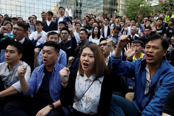 Trung Quốc vẫn tuyên bố cứng sau bầu cử Hồng Kông - Ảnh 1.