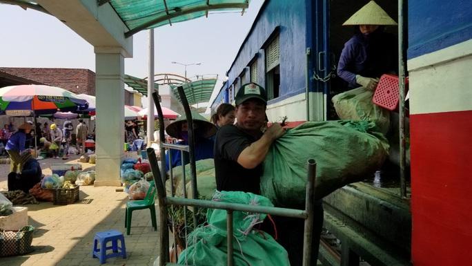 Đìu hiu tuyến đường sắt Yên Viên - Hạ Long, ngày chỉ chạy 1 chuyến phục vụ 30 tiểu thương - Ảnh 13.