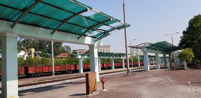 Đìu hiu tuyến đường sắt Yên Viên - Hạ Long, ngày chỉ chạy 1 chuyến phục vụ 30 tiểu thương - Ảnh 10.