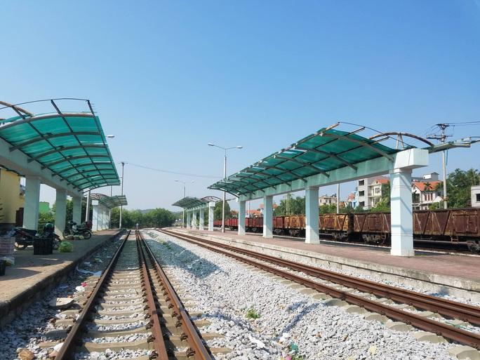 Đìu hiu tuyến đường sắt Yên Viên - Hạ Long, ngày chỉ chạy 1 chuyến phục vụ 30 tiểu thương - Ảnh 9.