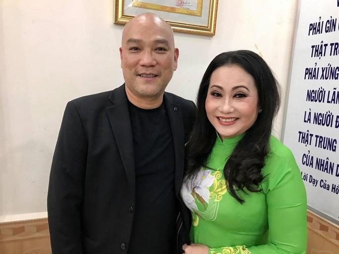 Diễn viên Trí Quang và nhạc sĩ Quốc Hùng xúc động hát vì trẻ mồ côi - Ảnh 4.