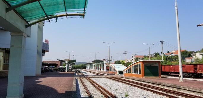 Đìu hiu tuyến đường sắt Yên Viên - Hạ Long, ngày chỉ chạy 1 chuyến phục vụ 30 tiểu thương - Ảnh 2.