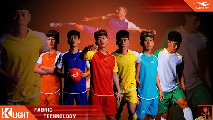 Chuyện ông bầu Futsal mời Phan Văn Đức, Minh Vương làm người mẫu thể thao - Ảnh 1.