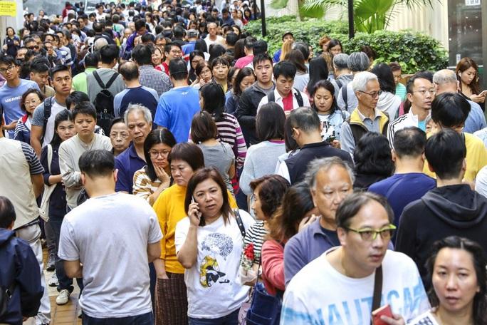 Kết quả bầu cử Hồng Kông đẩy Trung Quốc vào thế khó - Ảnh 1.