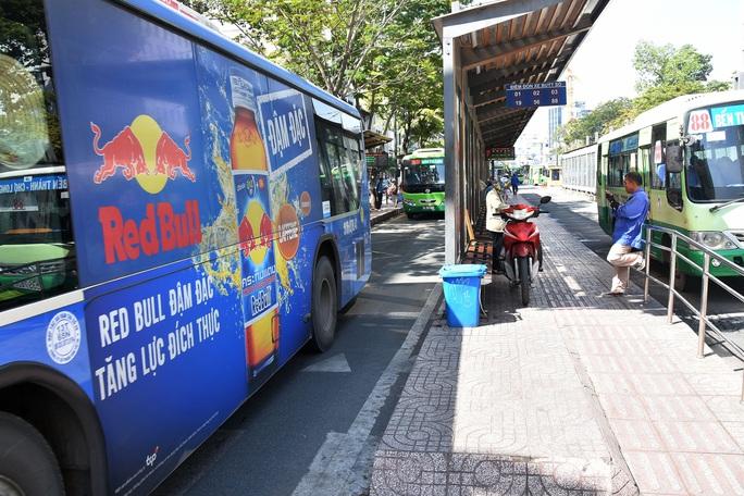 Giá quảng cáo trên xe buýt... xa thực tế - Ảnh 1.