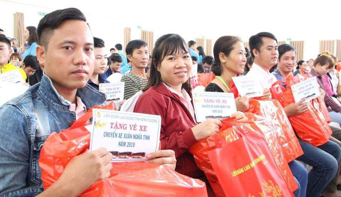 Đồng Nai: Tặng vé xe cho công nhân về quê đón Tết - Ảnh 1.