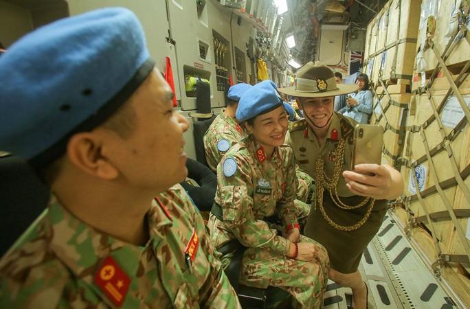Cận cảnh ngựa thồ C-17 đưa bệnh viện dã chiến sang Nam Sudan làm nhiệm vụ gìn giữ hòa bình - Ảnh 15.