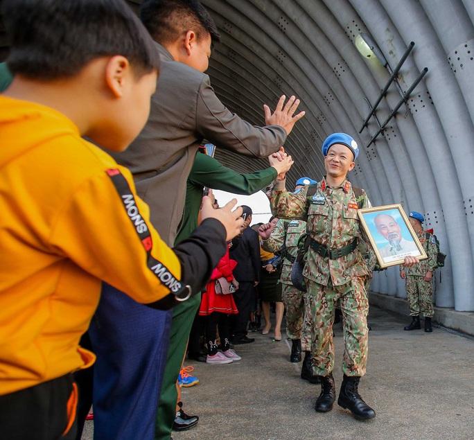 Cận cảnh ngựa thồ C-17 đưa bệnh viện dã chiến sang Nam Sudan làm nhiệm vụ gìn giữ hòa bình - Ảnh 2.