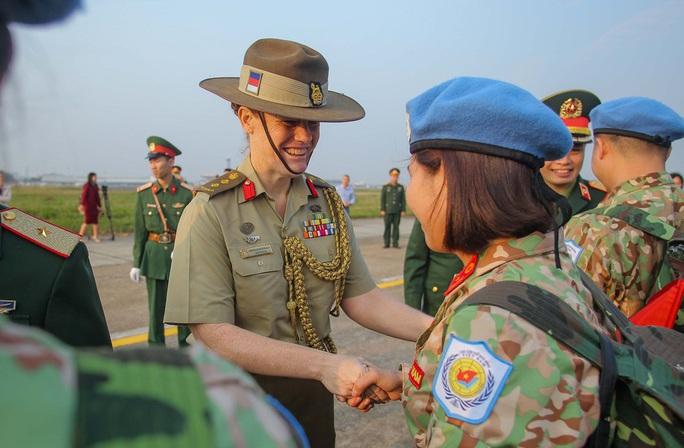 Cận cảnh ngựa thồ C-17 đưa bệnh viện dã chiến sang Nam Sudan làm nhiệm vụ gìn giữ hòa bình - Ảnh 11.
