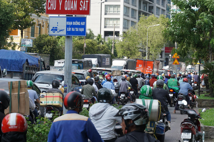 Cấm xe nhiều tuyến đường khu trung tâm TP HCM - Ảnh 1.