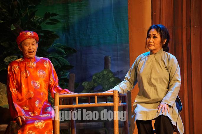 Danh hài Hoài Linh hé lộ nguyên nhân Áo cưới trước cổng chùa ăn khách - Ảnh 3.